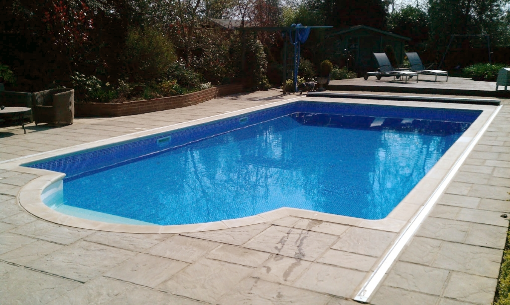 Dj pools tiling from a bathroom to a pool we cover it for Swimming pools obi